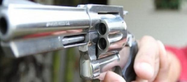 Neozelandeses entregam suas armas (Foto:Arquivo BlastingNews)