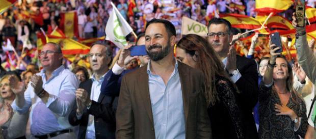 Santiago Abascal apoya el uso de armas