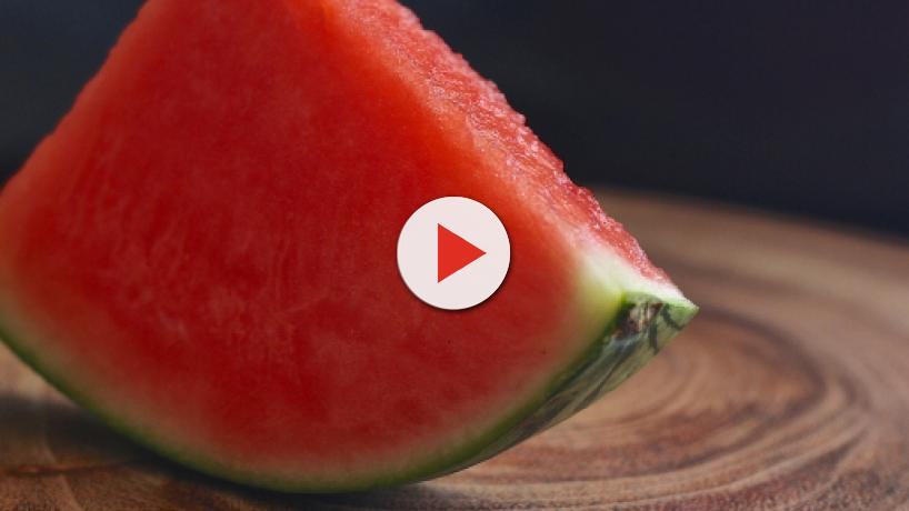 Eating watermelon in summer can help you stay hydrated