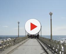 Forte dei Marmi, rapporto bollente sul pontile: coppia ripresa da due giovani, il filmato è diventato virale