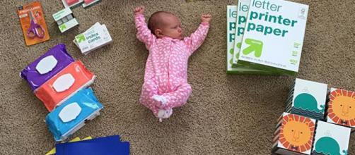 Alexandra, logo que nasceu, era pouco maior que um livro (Reprodução/Instagram/@herewegoajen)