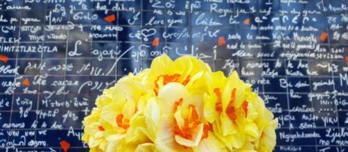 Le mur des Je t'aime a Parigi attira ogni giorno migliaia di romantici e curiosi