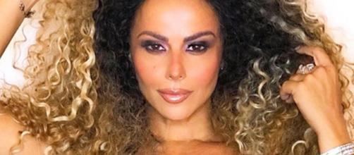 Viviane Araújo posa em clique na academia. (Reprodução/Instagram/@araujoviviane)