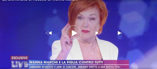 Live - Non è la D'Urso è caos in studio: Wanna Marchi in lacrime dopo il duro scontro Alessandro Cecchi Paone.