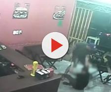 Policial militar agride funcionária de lanchonete após erro em seu pedido, em Curicica, na zona oeste do Rio. (Foto: Reprodução/ TV Globo)