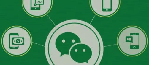 Cina, il fenomeno dei gruppi in chat per ricevere dei complimenti a pagamento.