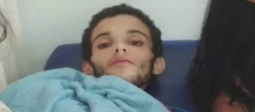 Jovem foge do hospital para comer fast food (Reprodução/Ric Mais/Portal R7)