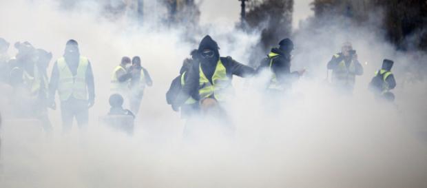 """Gilets jaunes"""" : Le déroulé d'une journée ultra-violente - tv5monde.com"""
