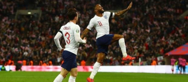 Inghilterra-Repubblica Ceca 5-0, l'esultanza di Sterling autore di una tripletta