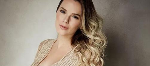 Cantora Thaeme (Foto - Reprodução/Instagram/@thaeme)