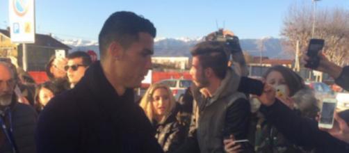 Juventus, Cristiano Ronaldo firma maglia del Real ma chiede al tifoso quella della Juve
