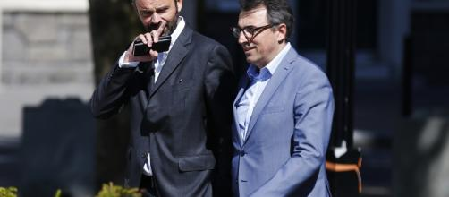 Luc Lemmonier, Alcalde dimisionario de Le Havre (Francia) (derecha), acompañado de su antecesor, el Primer Ministro Édouard Philippe.