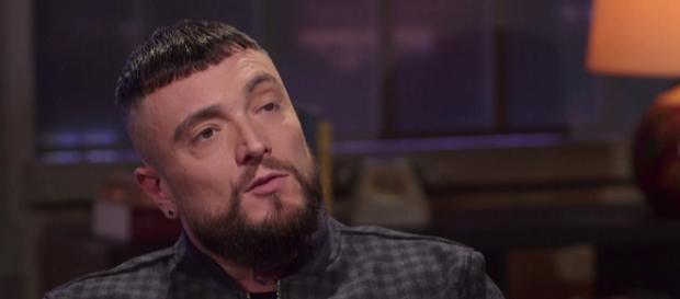 Gué Pequeno intervistato da Peter Gomez.