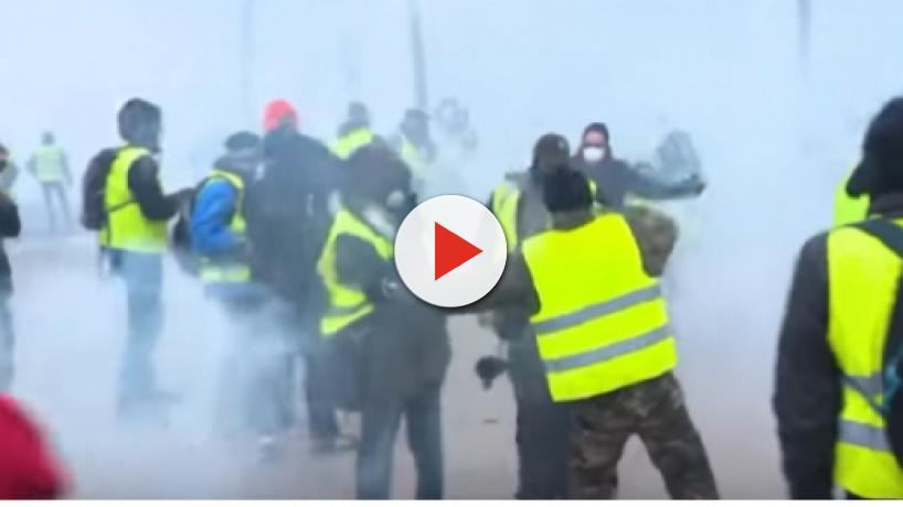 France deploys soldiers to maintain security during the ongoing yellow vest protests