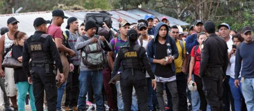 Migrantes centroamericanos son detenidos en la frontera con EEUU. - infobae.com