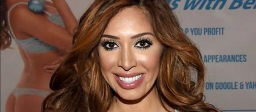 Reality star Farrah Abraham broke down when daughter forgot her colllege background. [Image Source: Bloodhound Show - YouTube]
