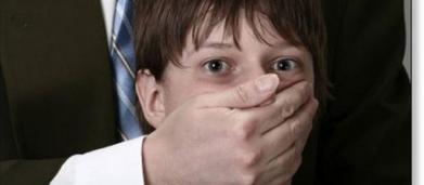 Angleterre : Son ami lui avoue qu'il est pédophile, il l'égorge avec un couteau