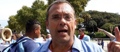 """Fotografía de Alejandro Geyer en la marcha organizada por él llamada """"por la vida"""""""