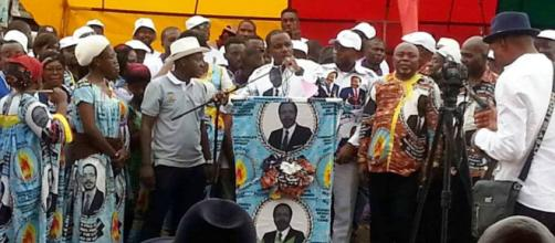 Le Maire de Yaou,dé 6 Yoki Onana lors des 34 ans du parti (c) Odile Pahai