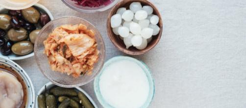 Gli alimenti fermentati sono ricchi di ''batteri buoni'' che aiutano a regolarizzare l'intestino. (Canva)