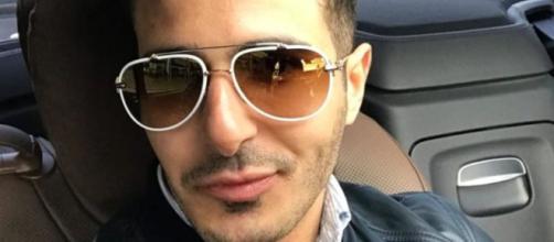 Un escroc se fait passer pour un millionnaire sur Tinder pour escroquer des femmes