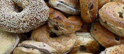 Bagels are to be cut in one way [Image via Publicdomainpictures.net]
