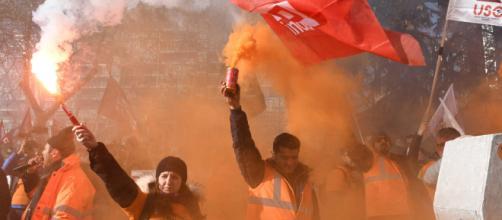 Carga policial contra los trabajadores de Alcoa