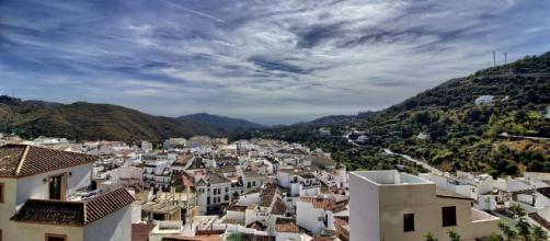 Ojen is a quaint and beautiful white village in Andalucia, Spain. [Image Pixabay]