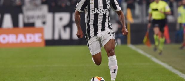 Douglas Costa: la Juventus potrebbe salutarlo a fine stagione
