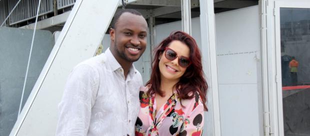 Fernanda Souza posa em clima de romance com Thiaguinho. (Arquivo Blasting News)