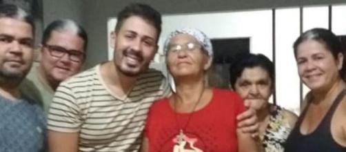 Carlinhos Maia e mãe biológica. (Reprodução/Instagram/@carlinhosmaiaof)