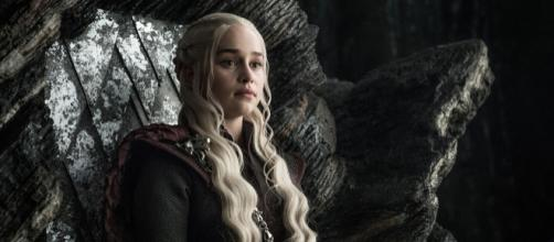 Daenerys Targaryen attend de pouvoir enfin prendre le trône de fer