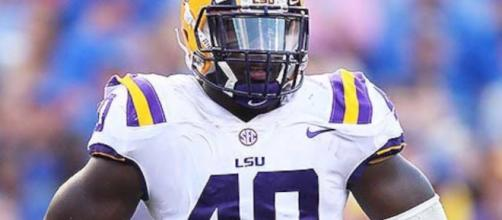 Devin White is ranked as one of the top linebackers in the country. [Image via Harris Highlights/YouTube]