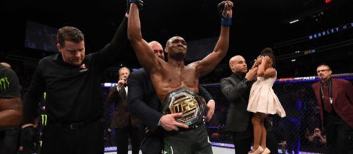 Usman hizo historia al convertirse en el primer campeón africano de la UFC. - ufcespanol.com