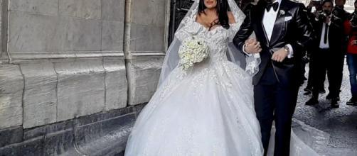 Napoli, nozze trash tra il cantante neomelodico e la vedova del boss: indaga la procura.