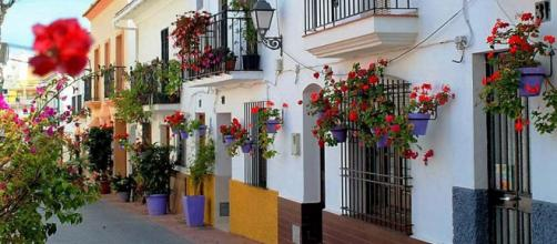 Stroll the pretty streets of Estepona on the Costa del Sol in Spain. [Image Turista Inglesa/Wikimedia]