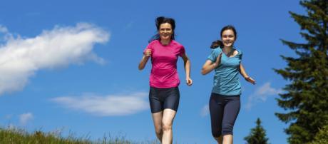 La actividad física tiene efectos valiosos en la salud femenina. - centradaenti.es