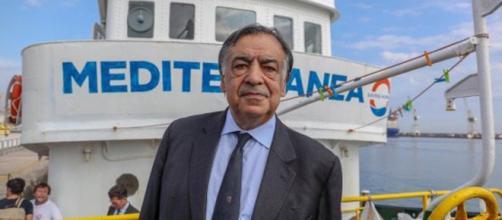 La nave Mare Jonio e Leoluca Orlando Cascio, sindaco di Palermo.