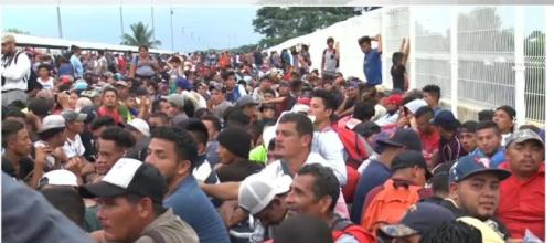 Thousands of migrant caravans try to enter US-Mexico border. - [Today News / YouTube screencap]