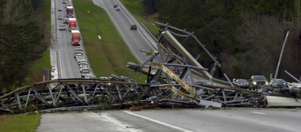 Tornado en Alabama, Estados Unidos, dejó víctimas mortales. - diariobasta.com