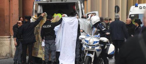 Bologna, è morto il bimbo di due anni e mezzo caduto dal carro di carnevale