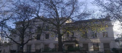 Embassy of Russia in London (Sdrawkcab/Youtube screencap)