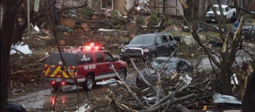 Fuerte tornado azotó Alabama, en EEUU. - univision.com