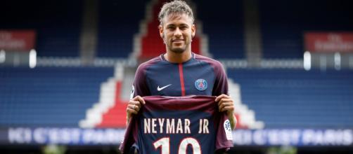 Neymar defende o time francês Paris Saint Germain. (Imagem: Reprodução Instagram) https://www.instagram.com/p/BXveGldjctX/