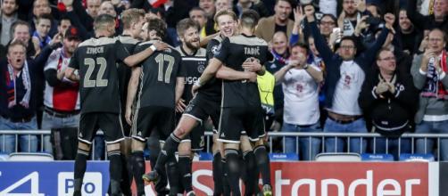 Real Madrid-Ajax 1-4: la gioia dei giocatori olandesi dopo la grande impresa del Bernabeu