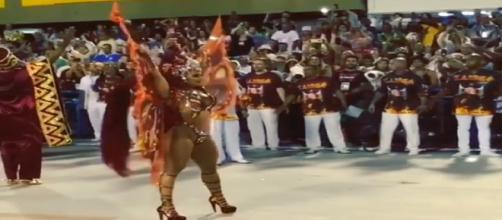 Vivi desfila sob aplausos na Sapucaí (Reprodução/Instagram)