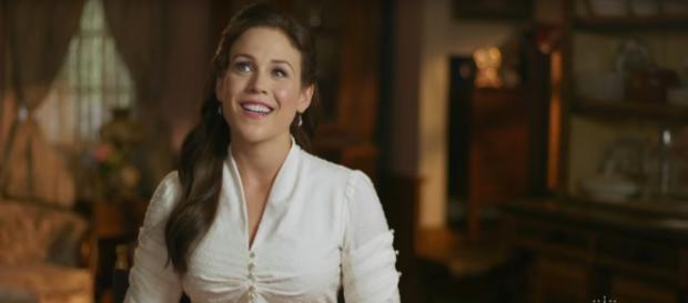 Erin Krakow is a vision on When Calls the Heart or in her recent magazine feature. [Image source: Hallmark Channel-YouTube]