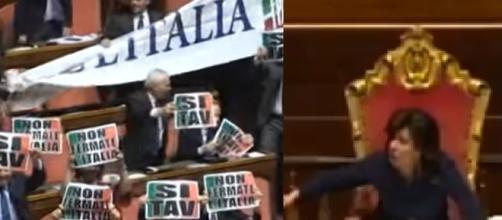 Forza Italia espone dei cartelli in aula, necessario l'intervento della presidente Casellati