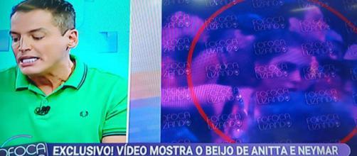 Léo publica vídeo de Anitta e Neymar no carnaval (Foto: Reprodução/ SBT)