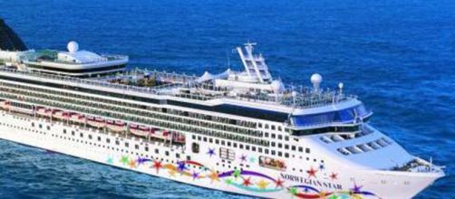 Un crucero de lujo se inclinó por fuertes vientos en EEUU. - infobae.com